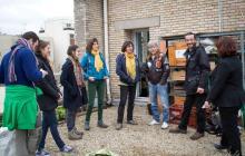 Le chanteur Renaud est venu découvrir le potager installé sur le toit du collège Henri-Matisse